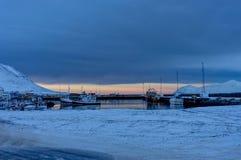 Iceland zimy krajobrazu widoku wody schronienia gówien zmierzchu sunli Obraz Stock