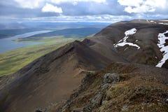 icelandic ландшафт Поверх горной цепи Svinadalsfjall стоковое изображение rf