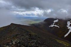 icelandic ландшафт Поверх Svinadalsfjall с неблагоприятными метеорологическими условиями стоковые фотографии rf