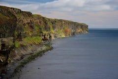 icelandic krajobrazu Kolorowe falezy na zachodnim wybrzeżu półwysep Skagi obrazy stock