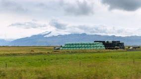 icelandic kraju krajobraz z haystacks w polu Obrazy Stock