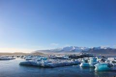 Ices che galleggia sull'acqua Fotografie Stock