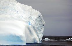 Icesberg à la mer photos stock