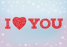 Ich liebe dich formt Aufschrift mit dem Herzsymbol, das vom kleinen Herzen gemacht wird, auf blauen weichen Hintergrund Lizenzfreie Stockfotos