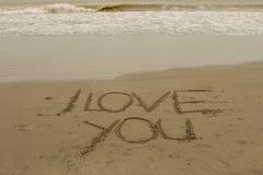 Ich liebe dich geschrieben in den Sand Lizenzfreie Stockbilder