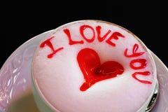 Ich liebe dich Latteschale mit Herzen Stockbild