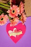 Ich liebe dich - mit Blumen und Herzen Stockbilder