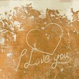 Ich liebe dich mit Herzen auf der Betonmauer. Stockbild
