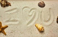 Ich liebe dich Mitteilung im Sand stockfotografie