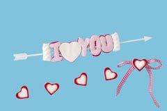 Ich liebe dich Pfeil und Herzen Stockfoto