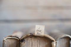 Ich liebe dich Text und alte Bücher Stockfotografie