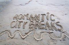 Ich liebe die Städtereisemitteilung, die auf Sand geschrieben wird Stockbild