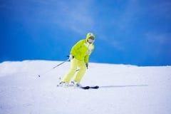 Ich liebe Geschwindigkeit, wenn ich Ski fahre lizenzfreie stockfotos