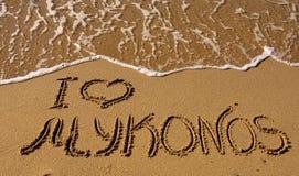 Ich liebe Mykonos - die Beschreibung auf dem Sand Lizenzfreie Stockfotos