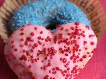 Ich liebe süße Donuts lizenzfreie stockbilder