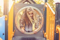 Ich liebe Spaß Kind auf Spielplatz Stockbilder