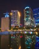 Ich linh Quadrat und Gebäude herum nachts in Ho Chi Minh Stadt Stockbild