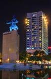 Ich linh Quadrat und Gebäude herum nachts in Ho Chi Minh Stadt Stockfotografie