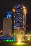 Ich linh Quadrat und Gebäude herum nachts in Ho Chi Minh Stadt Lizenzfreie Stockfotos