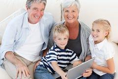ich target1813_0_ uroczy rodzinny laptop Obraz Royalty Free