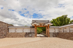 Ichimonji port av den huvudsakliga borggården av den Yamagata slotten, Japan Royaltyfri Foto
