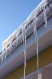 icicles дома стрех Стоковая Фотография