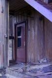 Icke-funktionell dörr - obebott hus royaltyfri bild