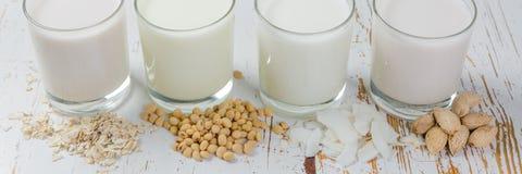 Icke-mejeri mjölkar alternativ arkivbild
