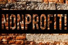 Icke-vinstdrivande ordhandstiltext Affärsidé för aktiviteter som inte frambring intäkter till den exekutorBrick Wall konsten som royaltyfri bild