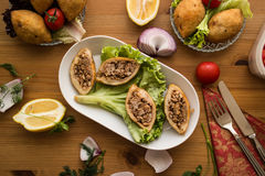 Icli-kofte/angefüllter Fleischklöschen Falafel lizenzfreie stockbilder