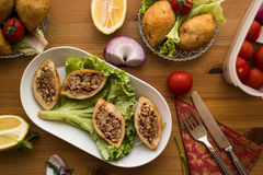 Icli-kofte/angefüllter Fleischklöschen Falafel stockfotografie