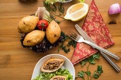 Icli-kofte/angefüllter Fleischklöschen Falafel lizenzfreie stockfotos
