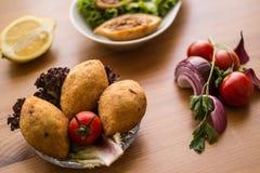 Icli-kofte/angefüllter Fleischklöschen Falafel lizenzfreie stockfotografie