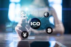 ICO, αρχική προσφορά νομισμάτων Ψηφιακή ηλεκτρονική δυαδική οικονομική έννοια χρημάτων Ανταλλαγή νομίσματος Bitcoin στοκ εικόνα με δικαίωμα ελεύθερης χρήσης