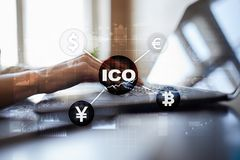 ICO, αρχική προσφορά νομισμάτων Ψηφιακή ηλεκτρονική δυαδική οικονομική έννοια χρημάτων Ανταλλαγή νομίσματος Bitcoin στοκ φωτογραφία με δικαίωμα ελεύθερης χρήσης
