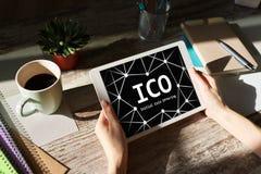ICO - Αρχική προσφορά νομισμάτων Blockchain και οικονομική έννοια τεχνολογίας στοκ εικόνα με δικαίωμα ελεύθερης χρήσης