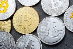 ICO -提供Bitcoin数字式电子二进制金钱的最初的硬币财政概念 bitcoin 12月18日,进入 免版税库存图片