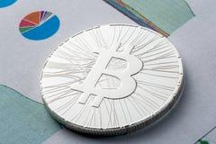 ICO -提供Bitcoin数字式电子二进制金钱的最初的硬币财政概念 bitcoin 12月18日,进入 库存图片