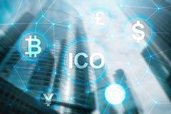 ICO -最初硬币提供,在被弄脏的企业大厦背景的Blockchain和cryptocurrency概念 库存照片