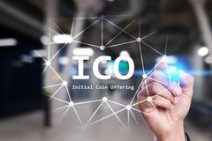 ICO - Oferecimento inicial da moeda Cryptocurrency, FINTECH, mercado financeiro e troca investimento Neg?cio e tecnologia foto de stock royalty free