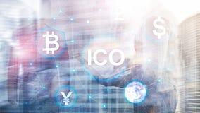 ICO - Offre initiale de pi?ce de monnaie, concept de Blockchain et de cryptocurrency sur le fond brouill? de b?timent d'affaires image stock