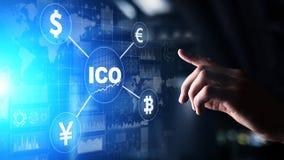 ICO - Offre initiale de pi?ce de monnaie, concept de Fintech, financier et de cryptocurrency de commerce sur l'?cran virtuel photo libre de droits