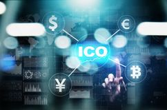 ICO - Ofrecimiento inicial de la moneda, concepto de Fintech, financiero y del cryptocurrency del comercio en la pantalla virtual imagen de archivo