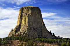 Icon on a Hill, Devil& x27;s Tower, Wyoming. Standing like a silent sentry, Devil& x27;s Tower in Wyoming is a sacred site to the Native Americans who called Stock Photo