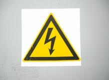 Icona ad alta tensione di attenzione Simbolo elettrico del pericolo Segno di attenzione con l'icona di colpo di fulmine Segno di  Fotografie Stock Libere da Diritti