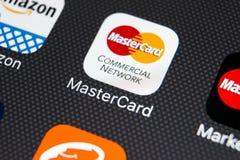 Icona dell'applicazione di Mastercard sul primo piano dello schermo di iPhone X di Apple Icona del Master Card Modulo di iscrizio Fotografie Stock Libere da Diritti