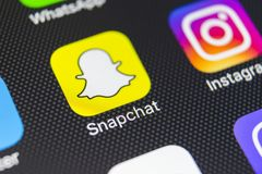 Icona dell'applicazione di Snapchat sul primo piano dello schermo dello smartphone di iPhone 8 di Apple Icona di Snapchat app Sna Immagini Stock Libere da Diritti