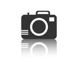 Icona della macchina fotografica con effetto di riflessione su fondo bianco Fotografia Stock