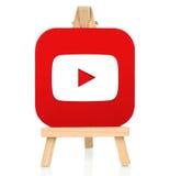 Icona di Youtube stampata su carta e disposta sul cavalletto di legno Fotografie Stock Libere da Diritti