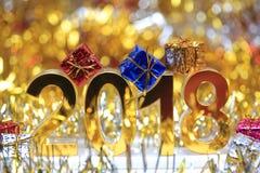 Icona digitale dorata 2018 3d con il contenitore di regalo Fotografia Stock
